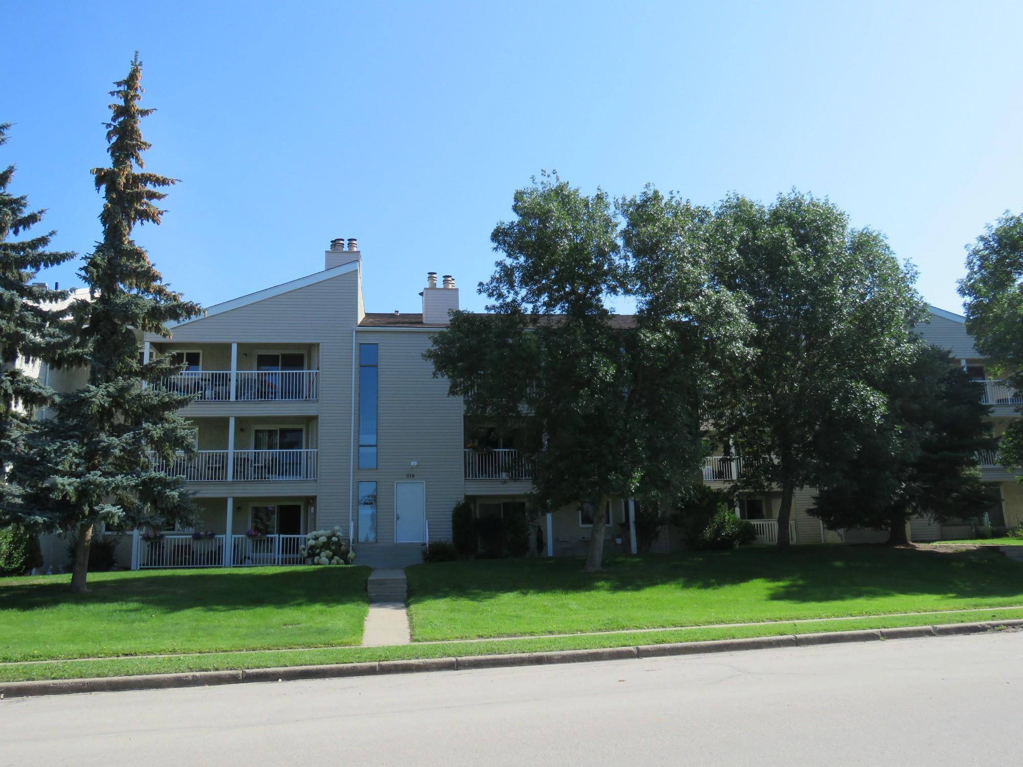 Woodbridge Manor, Sherwood Park, AB